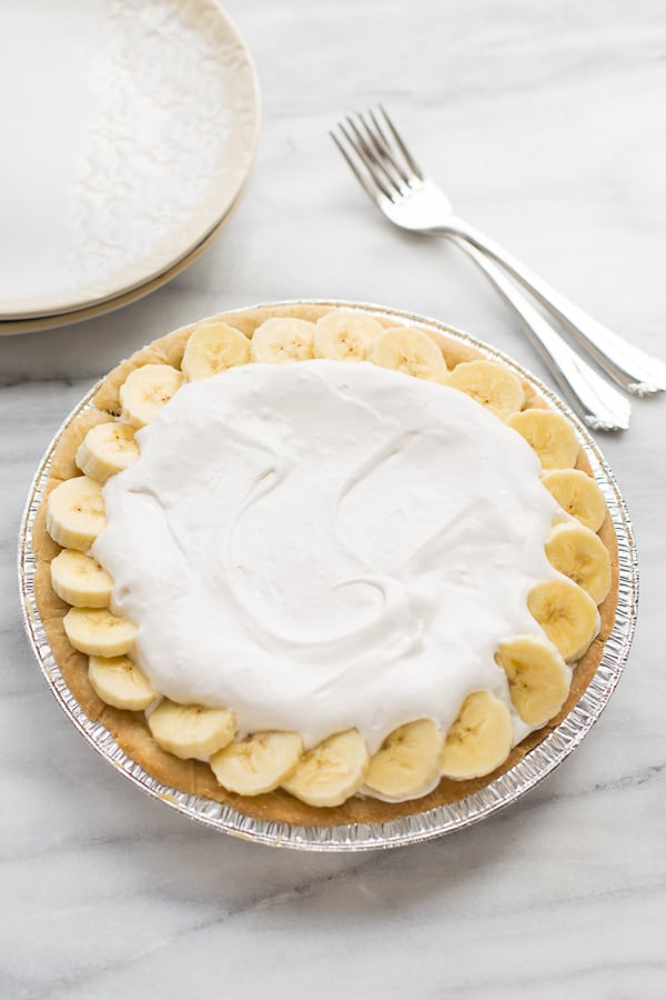 Dairy-Free Banana Cream Pie! Made with REAL dairy-free vanilla pudding. The perfect Thanksgiving dessert for guests with food allergies!