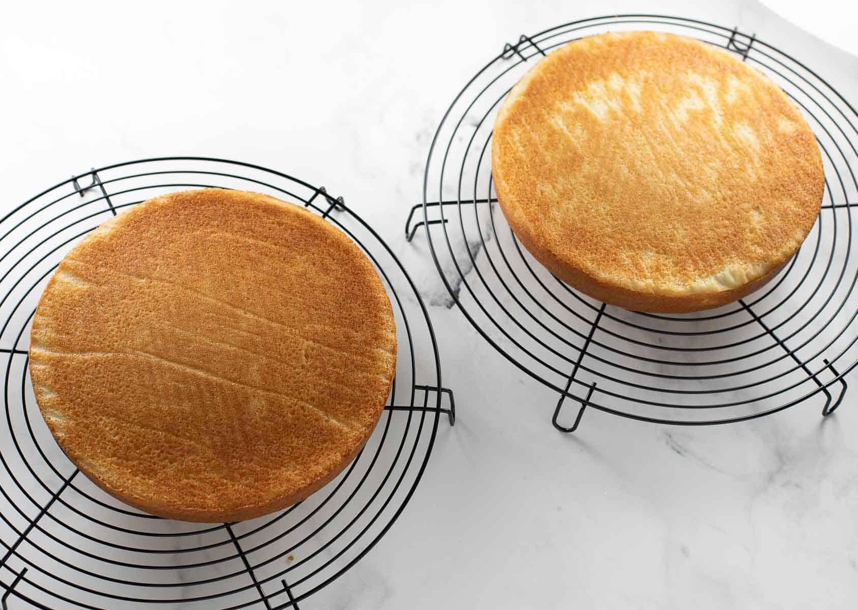 cake cooling on black cooling racks